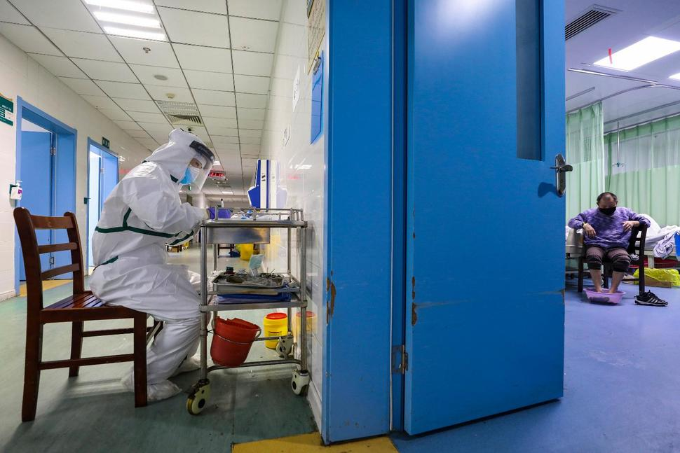 The Latest: WHO to Send Mission to Virus-Hit China